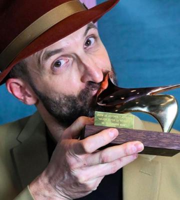 Julián Villagrán recibe el premio Unión de Actores